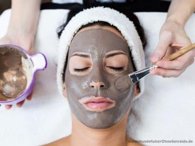 Heilerde: äußerliche Anwendung als Gesichtsmaske